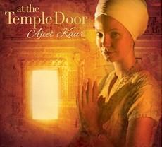 CD / Kaur Ajeet / At The Temple's Door / Digisleeve